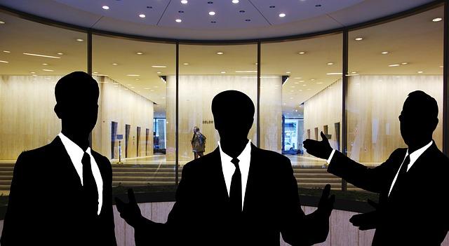 podnikatelé před kanceláří