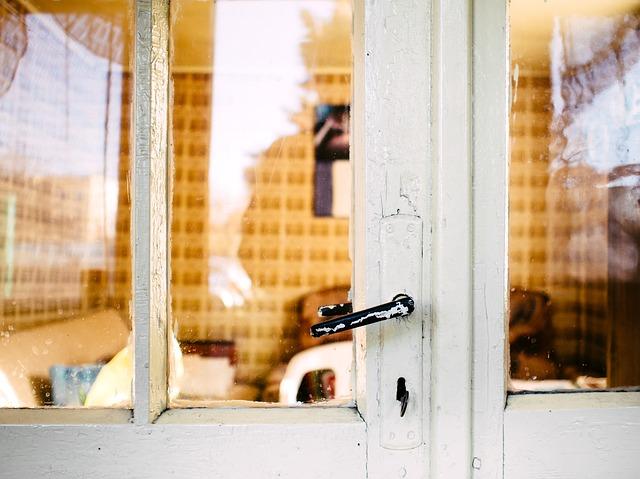 Rám starých dveří