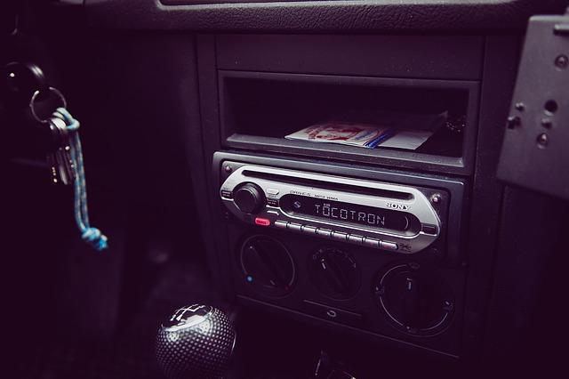 rádio v autě