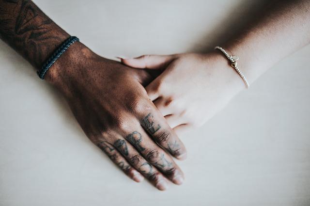 potetované prsty